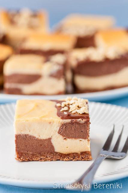 Sernik chałwowo-kakaowy pieczony w kwadratowej formie