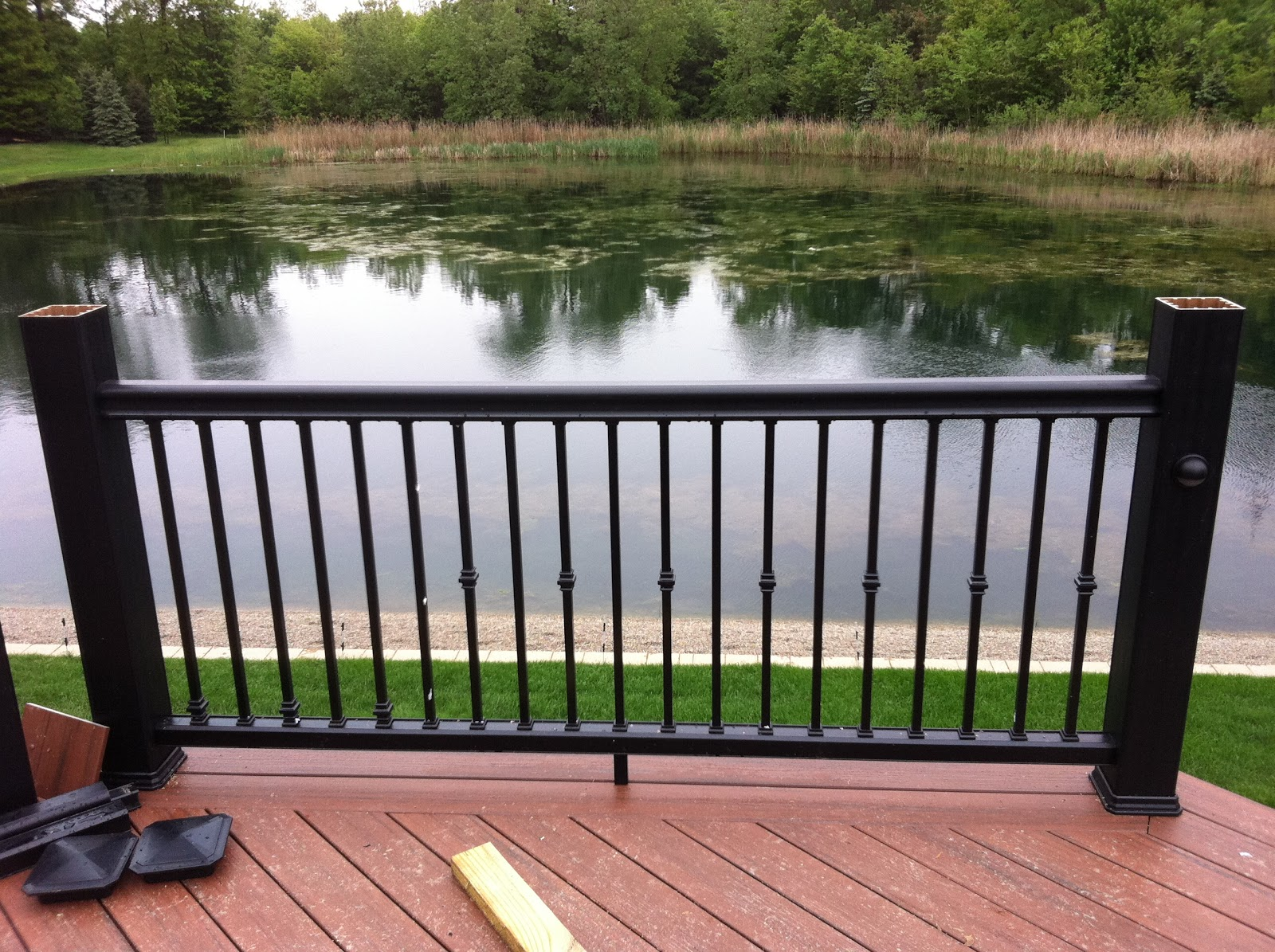 Outdoor living shelby twp mi composite deck for Outdoor composite decking
