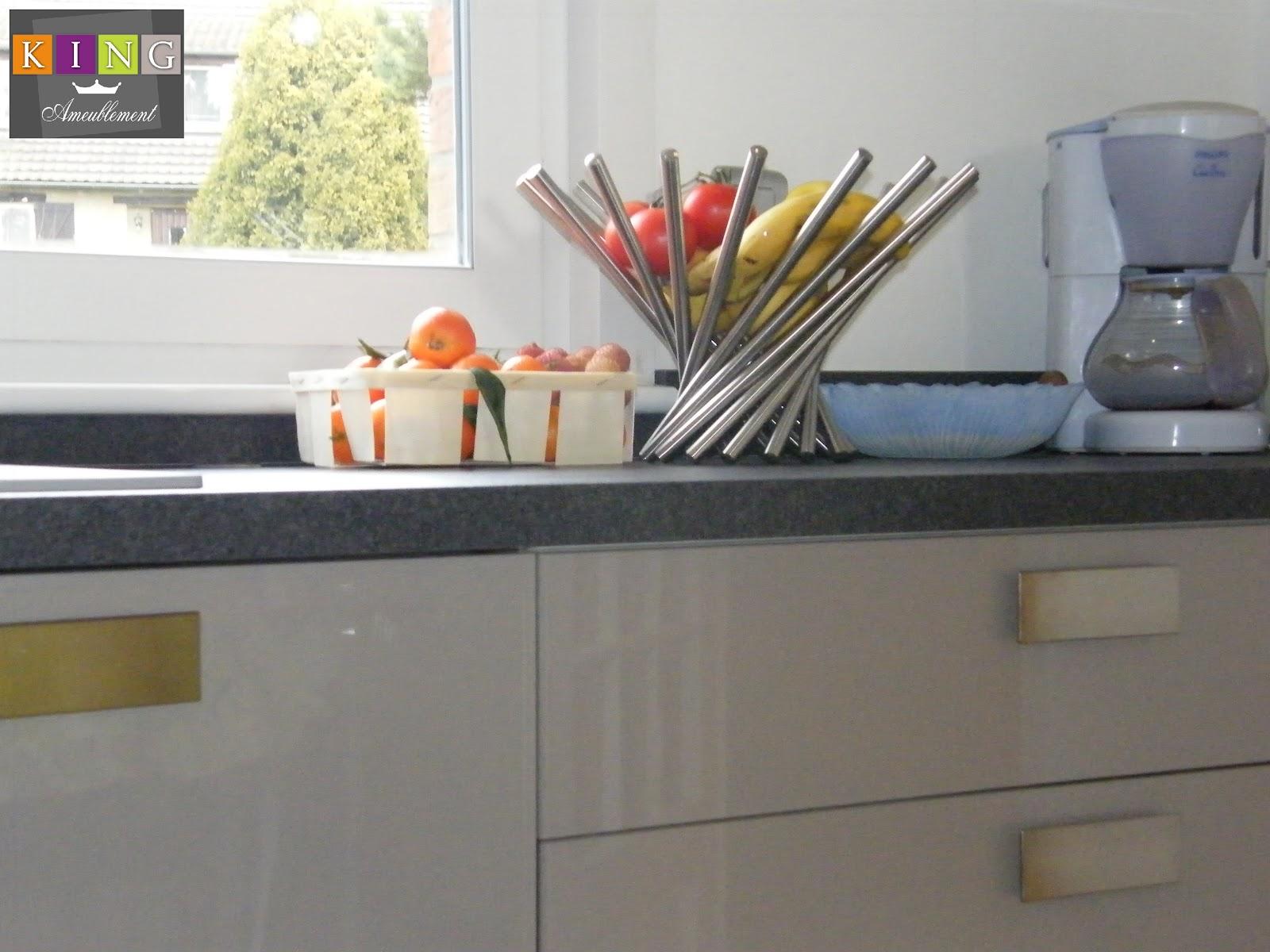 Realisations dressings cuisines salles de bains refection de si ges et meubles sur mesure - Element de cuisine taupe ...