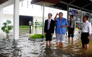 Presiden_SBY_banjir_di_istana_Kepresidenan