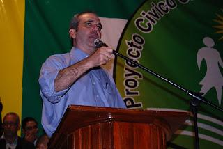Luis Abinader reta a un debate a Margarita Cedeño