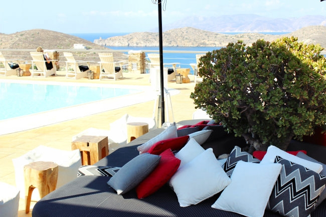 Liostasi hotel & spa (Ios, Greece), pool bar. Best hotels in Ios. Luxury hotels in Ios. Honeymoon hotels in Greece. Where to stay in Ios.