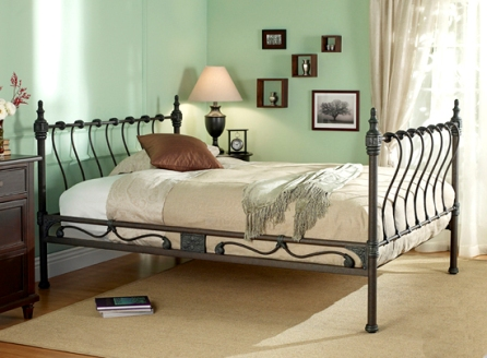 deco chambre interieur l gantes chambres avec des lits en fer forg. Black Bedroom Furniture Sets. Home Design Ideas