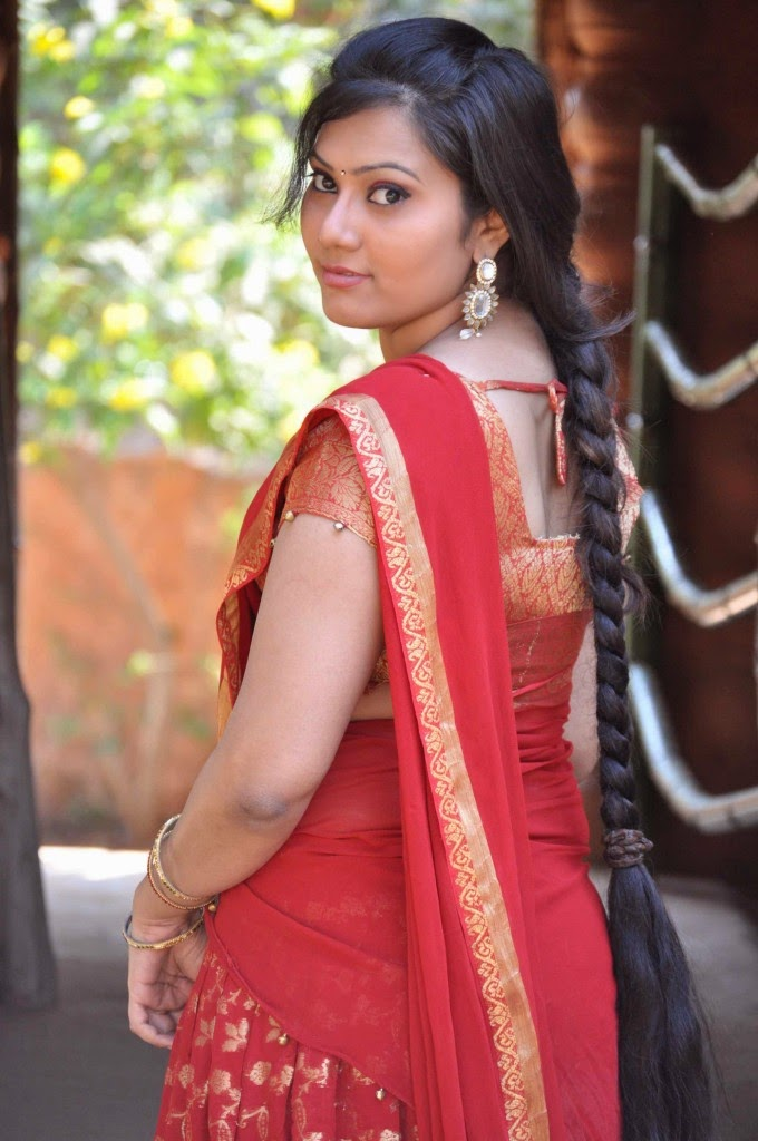 Tamil-Actress-Samasthi-Beautiful-Red-Sar