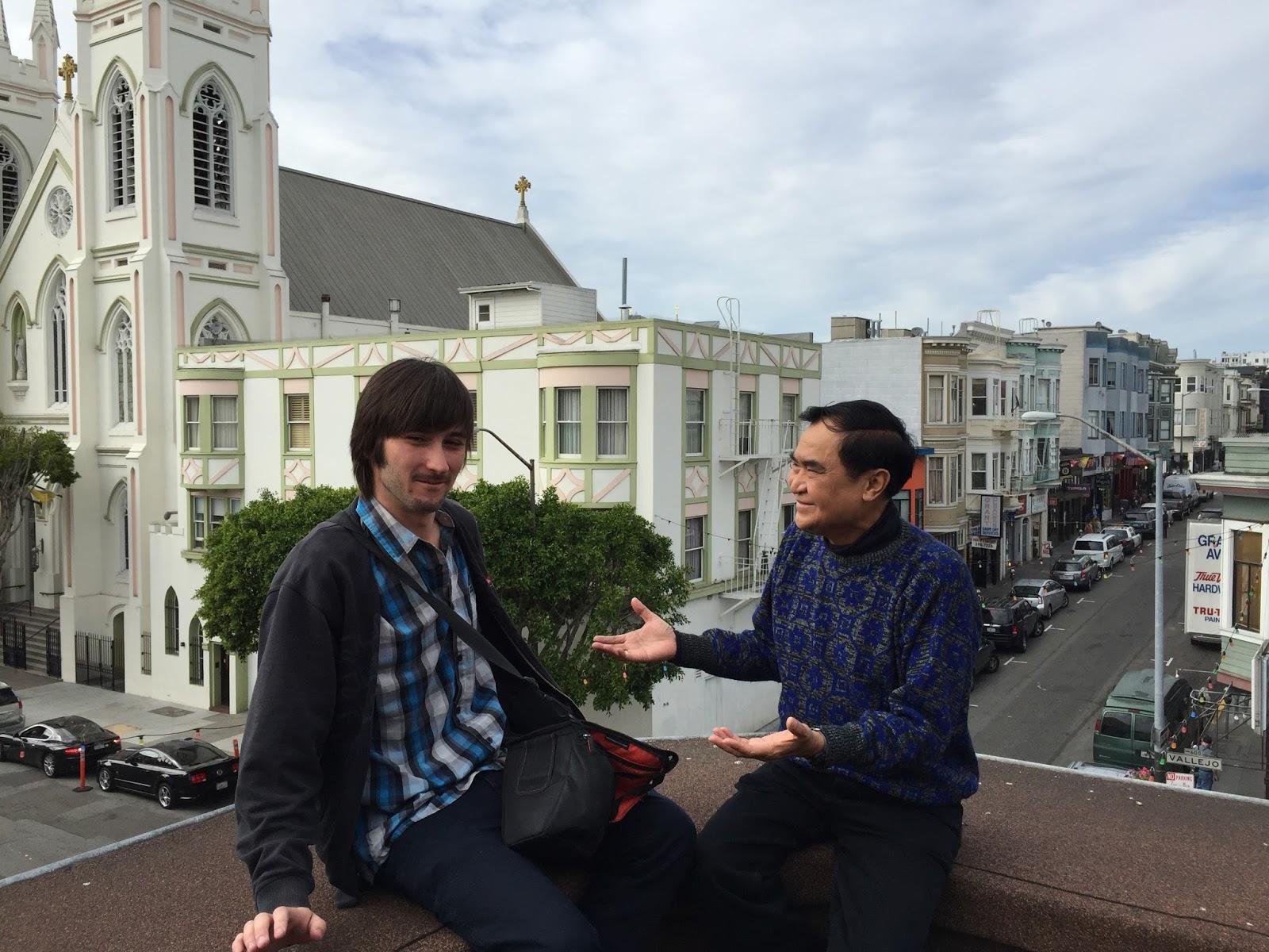 จารุพงศ์ เรืองสุวรรณ เลขาธิการองค์การเสรีไทยฯ ให้สัมภาษณ์ผู้สื่อข่าวชาวฝรั่งเศส