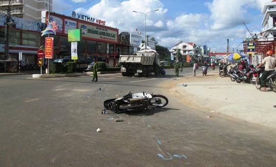 Gia Lai: Một trung tá công an bị ô tô tải cán chết