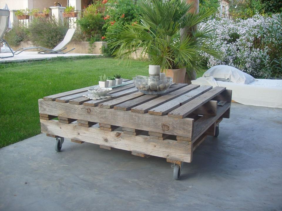 20 diy pallet coffee table ideas do it yourself ideas and projects. Black Bedroom Furniture Sets. Home Design Ideas