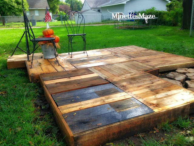 Make your own outdoor pallet deck! By Minettes Maze featured on http://www.ilovethatjunk.com