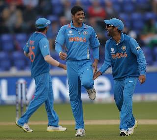 Umesh-Yadav-Dinesh-Karthik-India-vs-Srilanka-ICC-champions-Trophy-2013