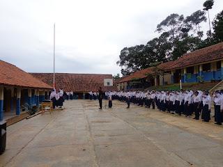 upacara bendera smpn 2 pamulihan