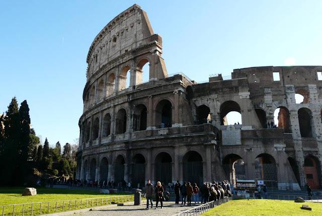 Koloseum - symbol Rzymu, Włochy