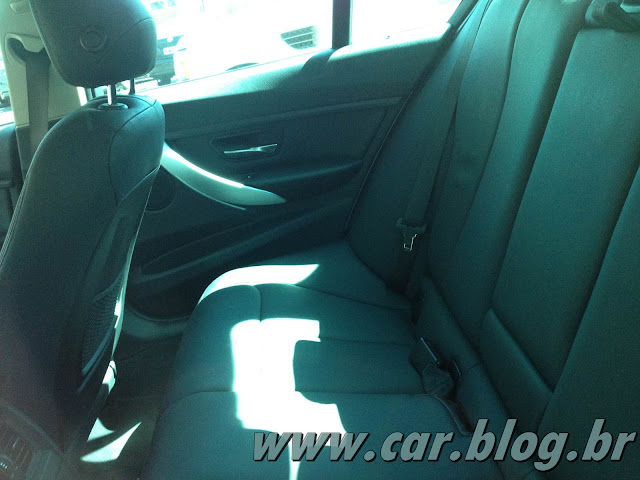 BMW 320i 2013 - interior - por dentro