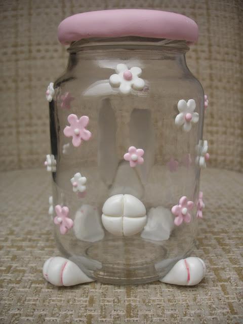 Coelhinha, vidro decorado em biscuit (trás)