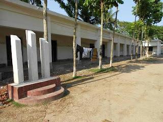 ফতেহপুর হাইস্কুলের সম্মুখভাগ। এখানেই হুজুর কেবলা নাটকটি মঞ্চস্থ হয়েছিল