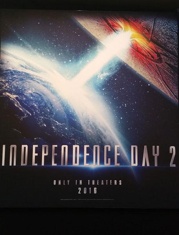 インデペンデンス・デイ2 ポスター