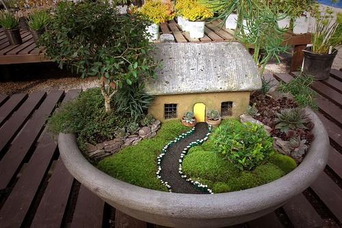 se pueden crear desde pequeas cascadas estanques con flores y plantas de agua hasta pequeos jardines en miniatura jardines japoneses jardines zen