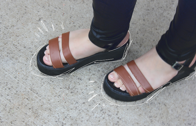 flatforms, flatform sandals, brown and black flatforms