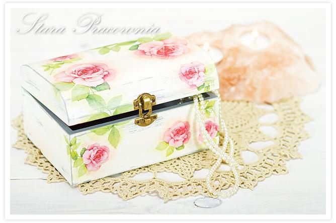 Decoupage, technika decoupage, pudełko zdobione decoupage, postarzanie, shabby chic, Zdobienie przedmiotów, spękania jednoskładnikowe, crackle, różany motyw, pudełko w róże, przecierki