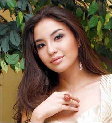 www.wan-soe.blogspot.com -[18+] Beredar Foto HOT 'Puting' Manohara di Internet -7-