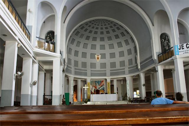 Interior de la Catedral de Dakar