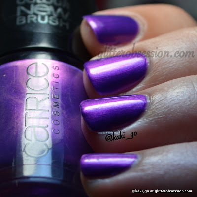 Catrice heavy metallilac swatch