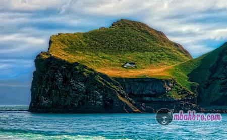 rumah di pulau Ellidaey