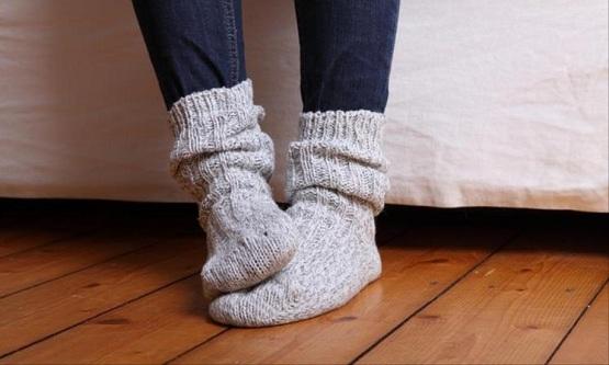 آلام,آلام القدمين,برودة القدمين,تدفئة القدمين,الدورة الدموية,الجسم,تقلص العضلات,فصل الشتاء,مفاصل الجسم,القدمين,الأحذية الضيقة,شدة البرودة