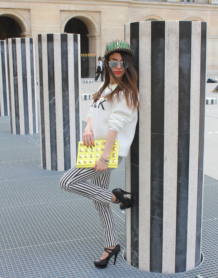 diana dazzling, fashion blogger,  cmgvb, como me gusta vivir bien, dazzling, luxury, kenzo, new era cap, stripes, fuck sweatshirt, sheinside, chanel, stripes, rayas,columnas de buren, paris, outfit