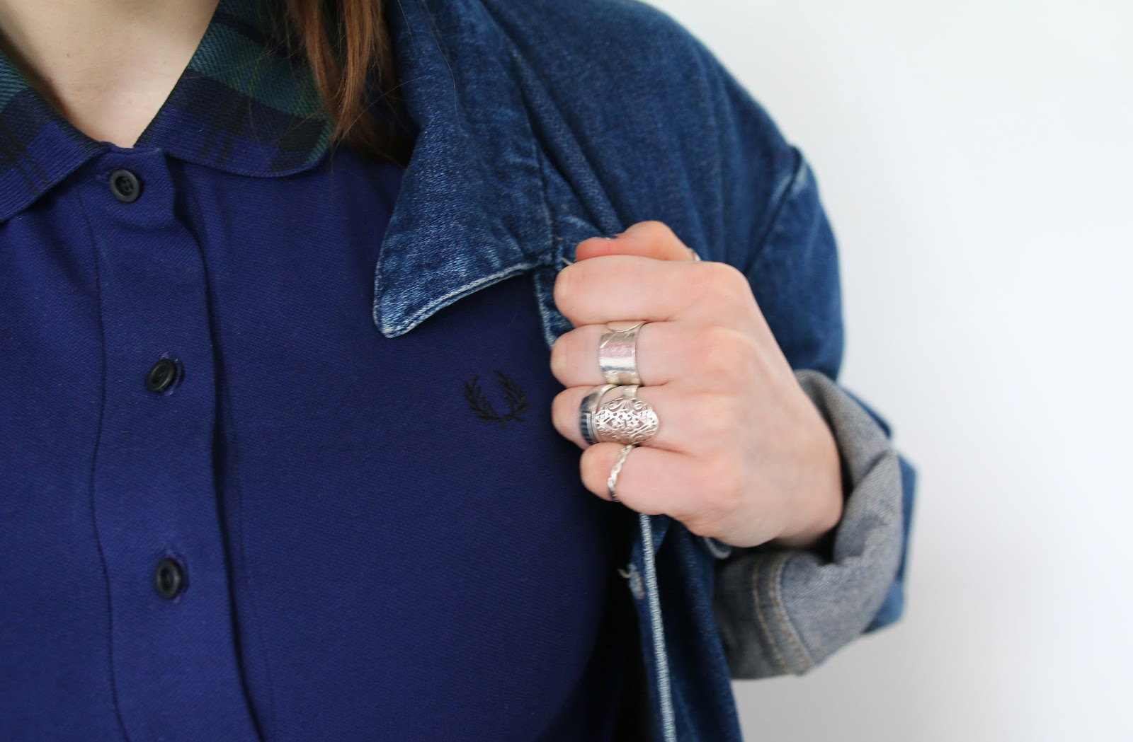 fred perry, woman, navy, tartan, green, collar, silver rings, fashion blogger, denim,