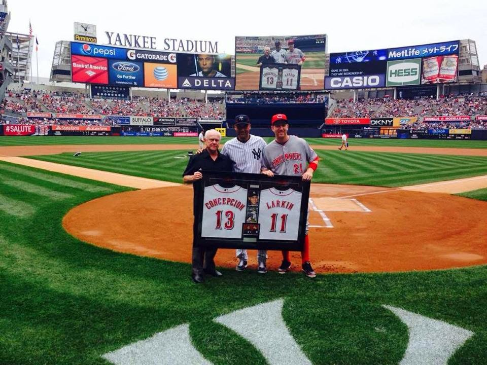 Reds shower Derek Jeter with farewell gifts