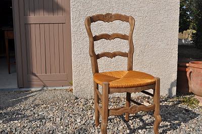 Bois et patines nathalie madrenes rajeunir des chaises - Rajeunir un meuble en bois ...