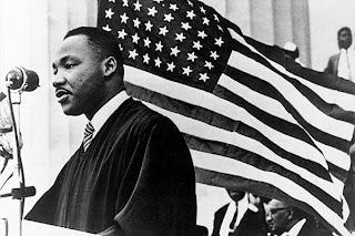 Digo-lhes aqui e agora, meus amigos   mesmo que tenhamos que enfrentar dificuldades, hoje e amanhã, eu tenho um soho. Um sonho que está profundamente enraizado no sonho americano.