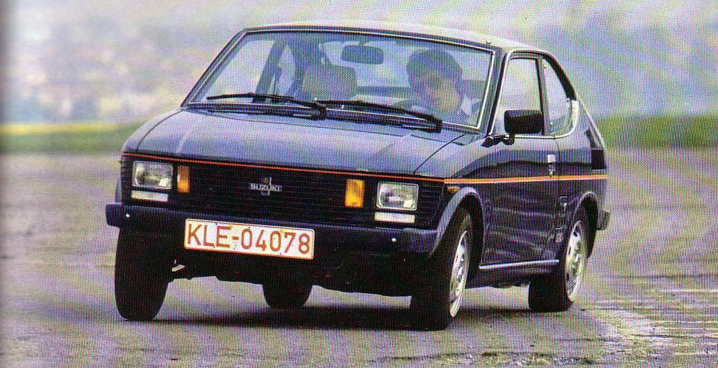 Opis Suzuki SC100, czyli niewielkiego, klasycznego auta z lat 70/80. Samochód posiada 4-cylindrowy silnik o pojemności 1.0L oraz napęd na tył.