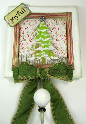 http://daisysanddaffodils.blogspot.ca/2015/12/tim-holtz-joyful-upcycled-holiday-wall.html
