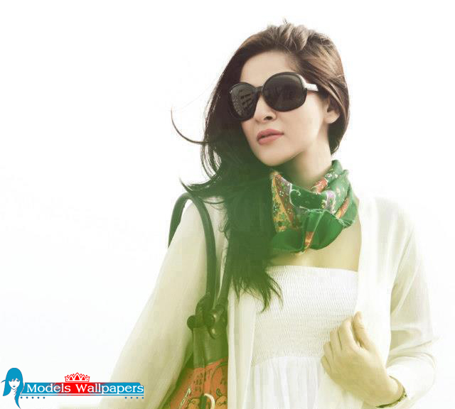 Ayesha Omar Wallpaper: Models Accessories: Ayesha Omer