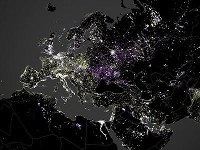 На фото: ночные огни Европы