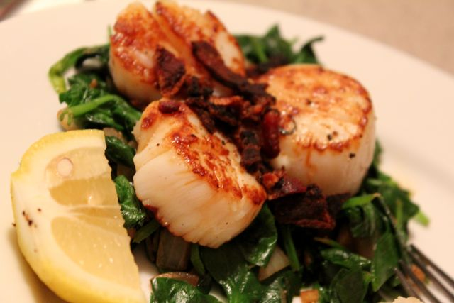 Pan-Seared Scallops with Bacon and Spinach + Caramelized Onion Mashed ...