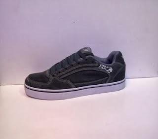 Sepatu Vans Half Cap Import grosir