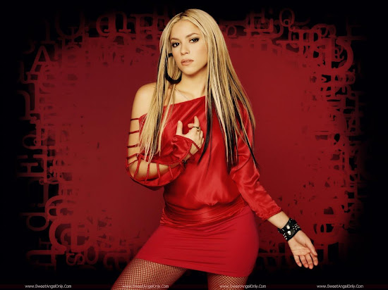 Shakira_in_red