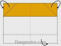 Bước 3: Gấp chéo hai góc trên của tờ giấy về phía mặt sau.