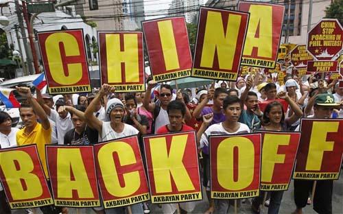 Vì sao Trung Quốc chưa dám bước qua vạch đỏ Biển Đông?