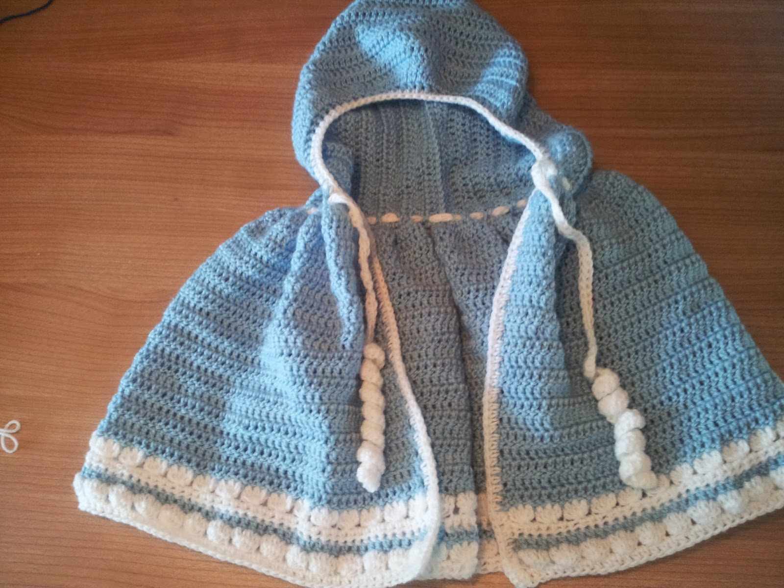 Free Crochet Pattern Elsa Cape : The Expat Crafter: Baby cloak / Poncho