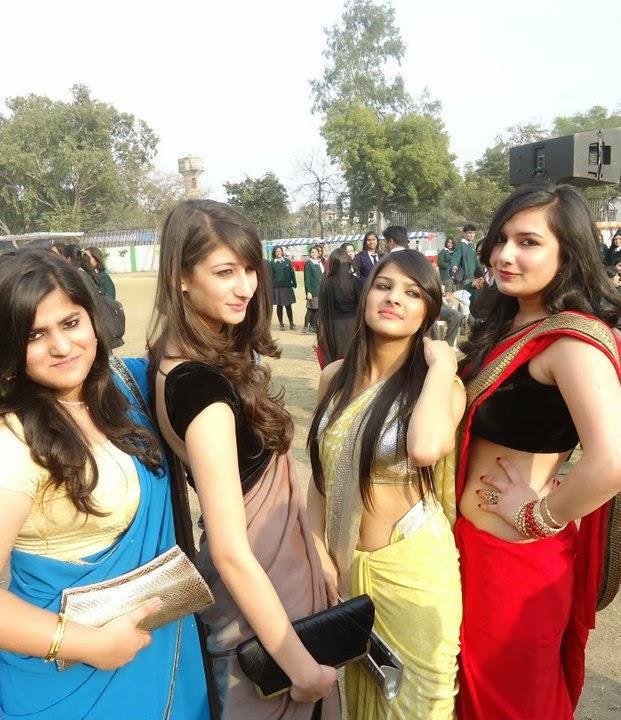 Indian Hot Collage Girls In Sari Photos