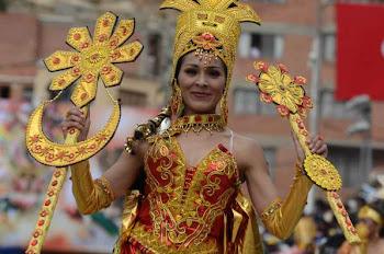 calculan que unos 350 mil turistas llegaron a Oruro para presenciar la entrada del carnaval