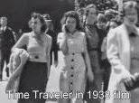 Misteri Wanita Yang Memegang Hp Tahun 1930 an