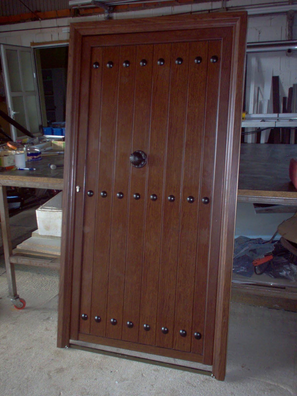 Cerrajeria ramajo puertas de entrada lamas de aluminio - Puertas de aluminio imitacion madera ...