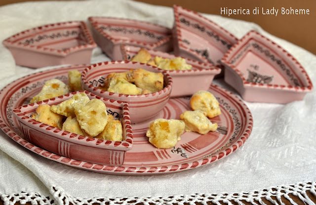 hiperica_lady_boheme_blog_di_cucina_ricette_gustose_facili_veloci_dolci_biscotti_brutti_ma_buoni_alle_mandorle