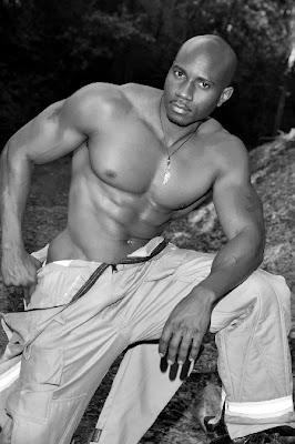 Negros a cor do pecado: Homens malhados sarados e de muito mais