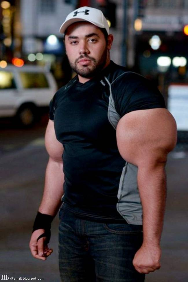 Junk Yard: (( F-K )) The Biggest biceps in the world