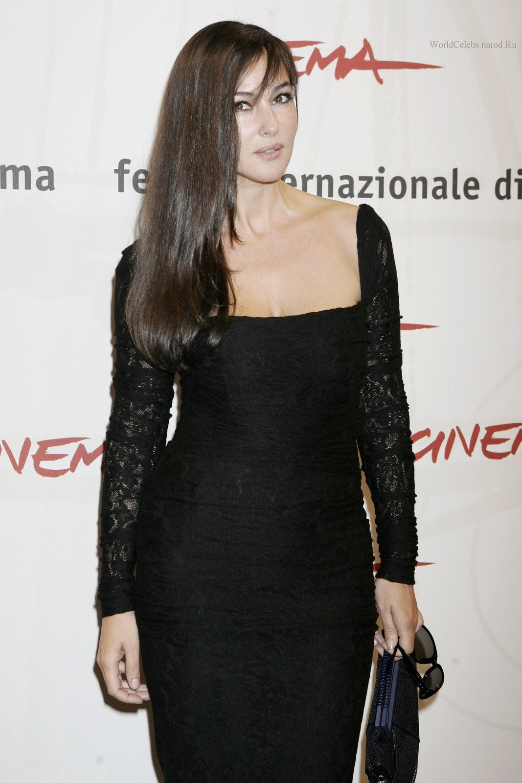 http://4.bp.blogspot.com/--dickWAMqyo/TrF3m1W15pI/AAAAAAAAA7I/GRF42btXFqo/s1600/monica_bellucci_wallpaper_looking_gorgeous_photo_shoot.jpg
